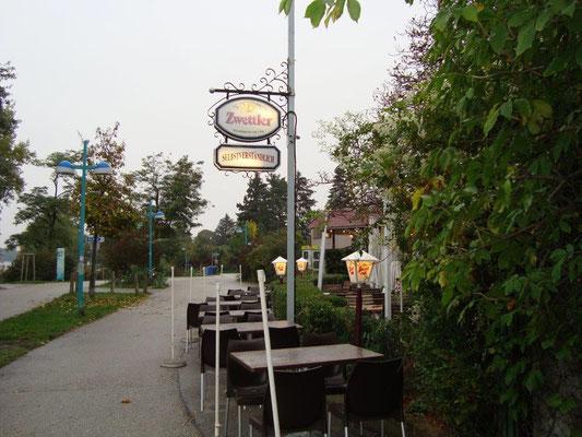 Die Promenade an der unteren Alten Donau