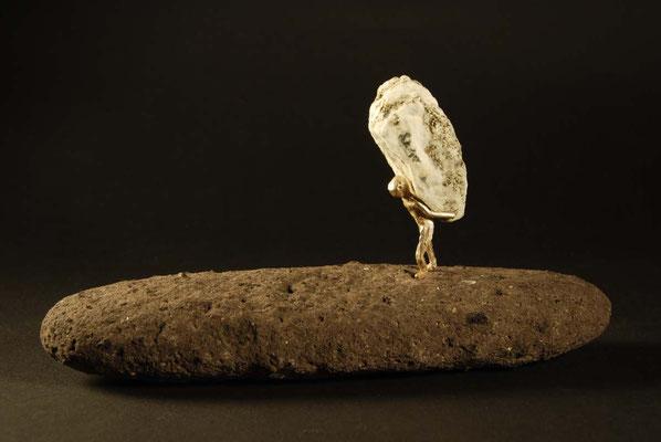 Glitzersteinträger auf Lava