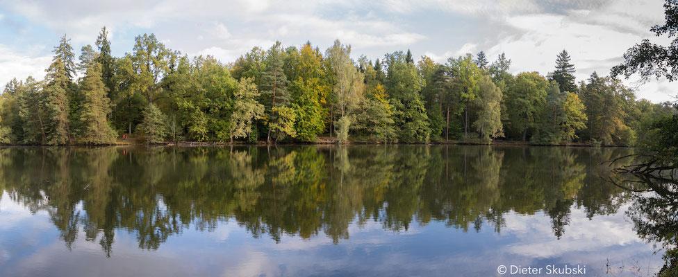Stuttgart Pfaffensee im Herbst