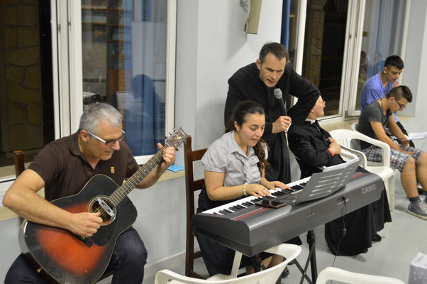 Le serate allegre e divertenti per tutti, con musicisti, cantanti e attori improvvisati