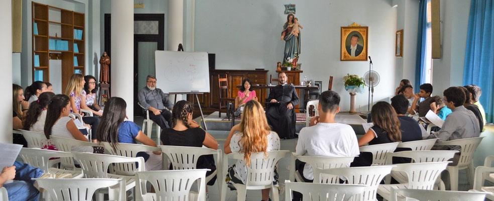 dialogo di approfondimento in cerchio, nel pomeriggio, con don Alessandro e Milena Paiano