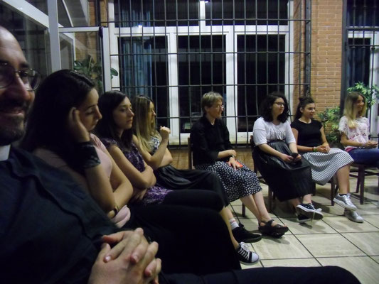 La sera, il momento della presentazione  e conoscenza dei giovani ospiti