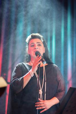 Britta Medeiros, Sängerin von Bounded Blue