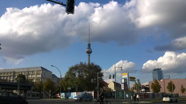 Der Alex in Berlin, mehr als 1 m als Kalendertage hoch!