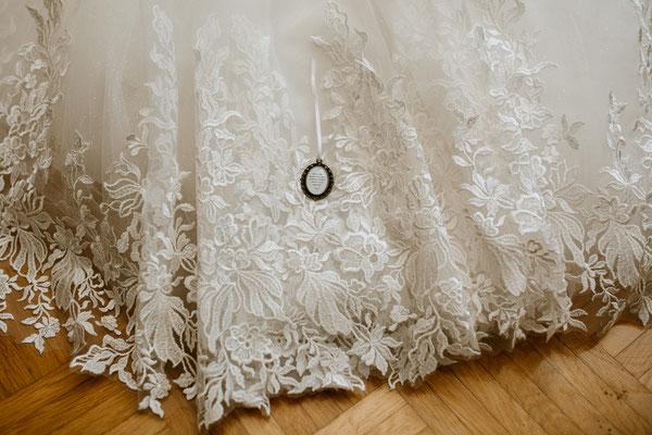 Brautkleid - Hochzeitsfotograf purelovestories