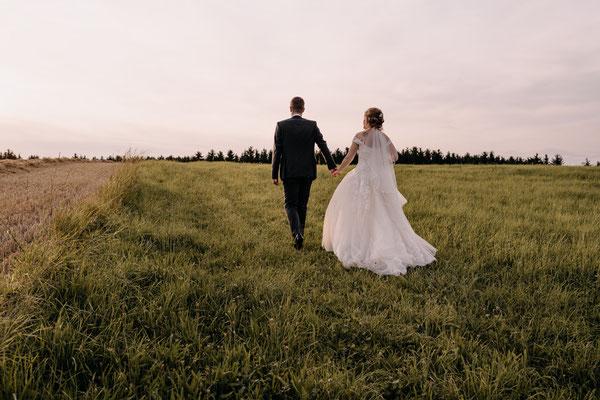 Brautpaarshooting zum Sonnenuntergang, Niederösterreich, Hochzeitslocation Schloss Margarethen am Moos,