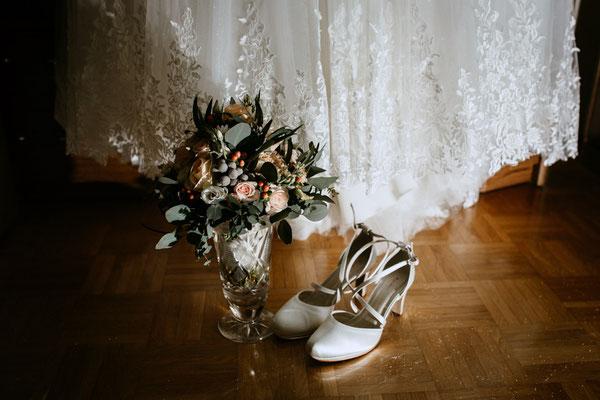 Brautstrauß und Brautschuhe  - Fotograf aus Wien Schwechat