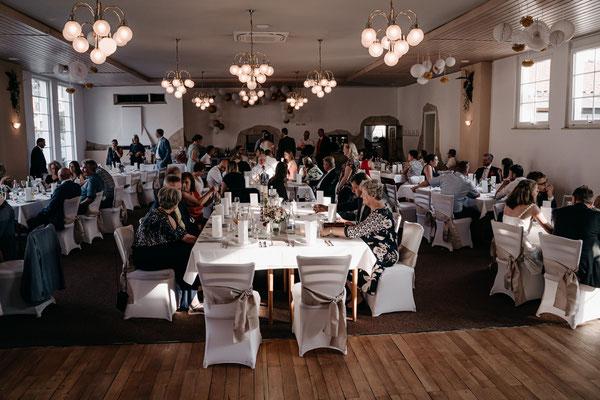 Hochzeitslocation für 100 Gäste, Dekoideen zur Hochzeit