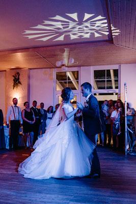 Hochzeitsfotograf purelovestories, Niederösterreich, Hochzeitstanz, Brautpaar, Österreich