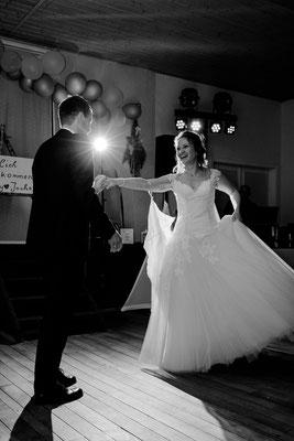 Blitzen beim Hochzeitstanz, Hochzeitsfotograf Niederösterreich, Hochzeitslocation Schloss Margarethen am Moos,