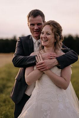 Brautpaar, Sonnenuntergang, Liebe, glücklich, lachen, Hochzeitsfotograf Niederösterreich
