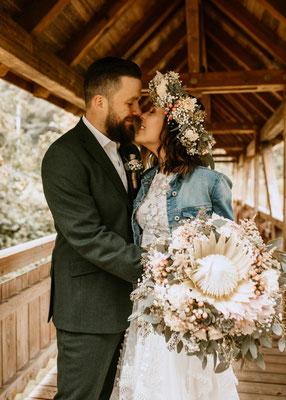 Hochzeitsfotograf - Niederösterreich, Wien, Bohobrautkleid, Boho Brautstrauß, Blumenkranz, Kopfschmuck Braut