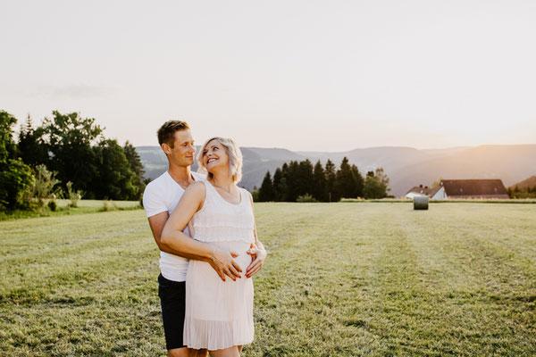 Ihr Fotograf für Babybauchshooting in Schramberg