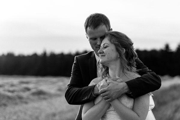 Brautpaar, Sonnenuntergang, Liebe, glücklich, Hochzeitsfotograf Niederösterreich