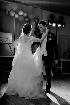 Blitzen beim Hochzeitstanz, Hochzeitsfotograf Cornelia Führer aus Niederösterreich, Schloss Margarethen am Moos,