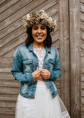 Heiraten bei Regen, Boho wedding, Hochzeitsfotograf Niederösterreich, Jeansjacke zum Brautkleid