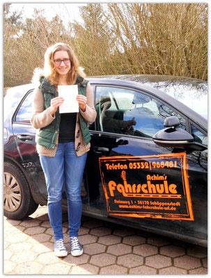 Melanie Ludewig hat ihren B-Führerschein seit dem 29.01.15!