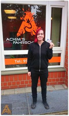 Liane Elsässer hat ihren B-Führerschein seit dem 18.02.16!