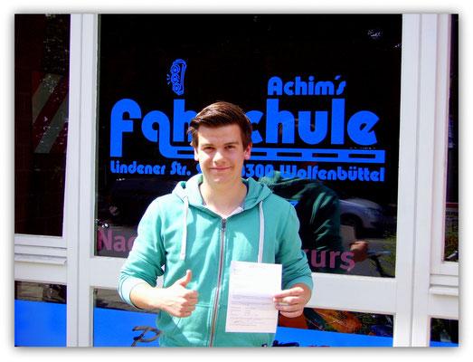 Felix Haselmeyer hat seinen B-Führerschein seit dem 18.06.14!