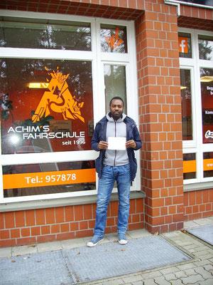 Adrien Fotso Tenede hat seinen B Führerschein seit dem 20.12.16