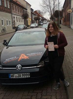 Laura Puhlmann hat ihren B Führerschein seit dem 21.02.2018