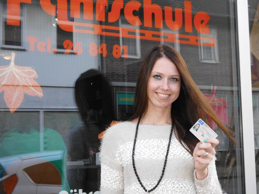 Julia Wegner hat ihren B-Führerschein seit dem 30.10.13!
