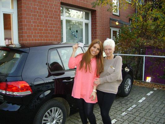 Esra Metin hat ihren Führerschein seit dem 01.11.13!