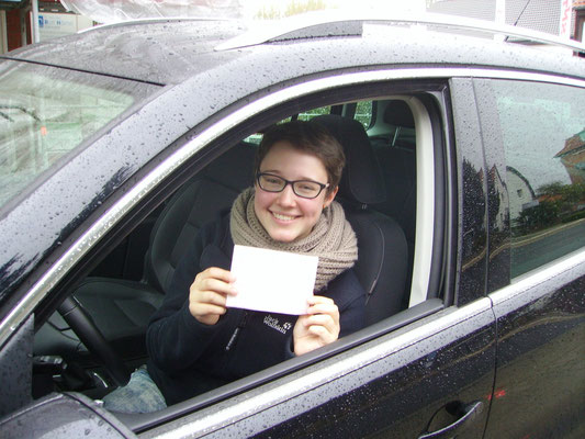 Carolin Pyzynski hat ihren B-Führerschein seit dem 11.10.13!