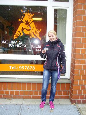Nikki Bößmann hat ihren B Führerschein seit dem 20.12.16