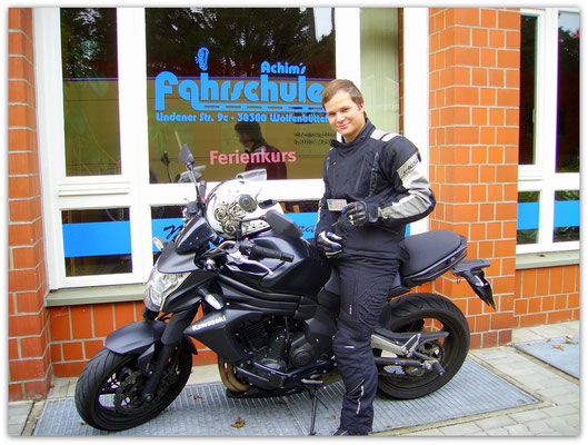 Conrad Schulze hat seinen A2-Führerschein seit dem 15.08.14!