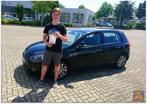 Sven Hanuschik hat seinen B-Führerschein seit dem 20.06.16!