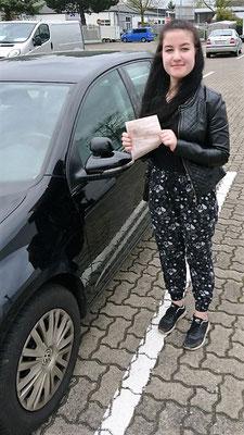 Julia Ohleg hat ihren B Führerschein seit dem 08.05.2017