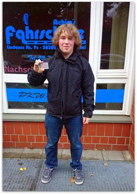 Lasse Neumann hat seinen B-Führerschein seit dem 20.01.15!