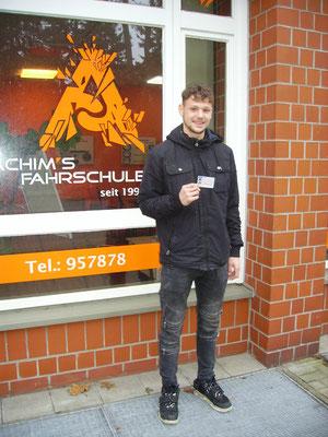 Leon Speldrich hat seinen B Führerschein seit dem 22.12.2017