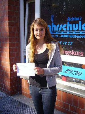 Jessica Tabbert hat ihren B-Führerschein seit dem 16.07.13 !