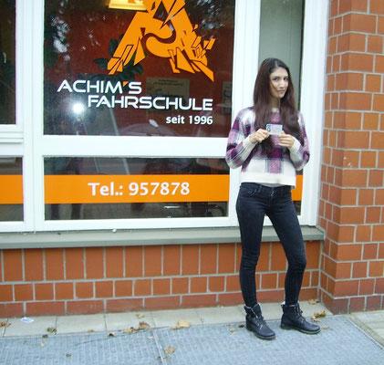 Suzan Tekin hat ihren B Führerschein seit dem 14.10.16
