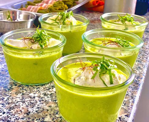Erbsencreme Suppe mit Chili und Basilikum...