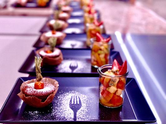 Lava Küchlein und exotischer Fruchtsalat