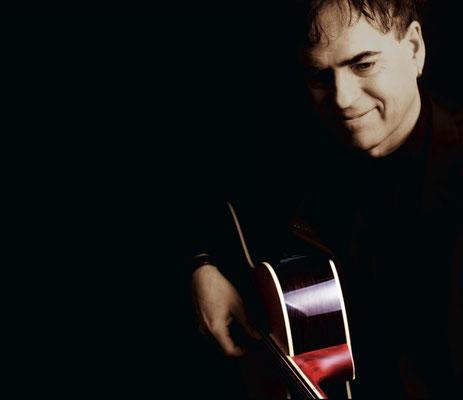 2011 - Famous Guitar