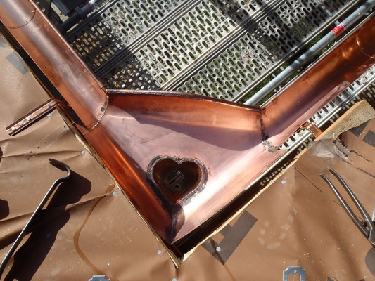 Prévenchères (48), cuvette d'angle en cuivre