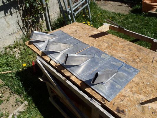 Mende (48), préparation de platines d'étanchéité d'haubanage de cheminée