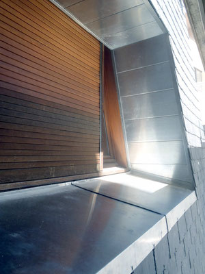 Mende (48), encadrement de fenêtre zinc naturel