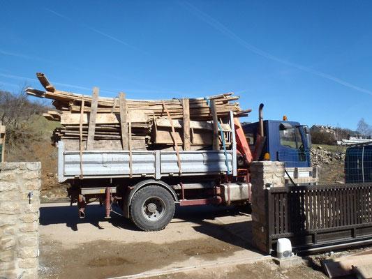 Chargement de vieux bois