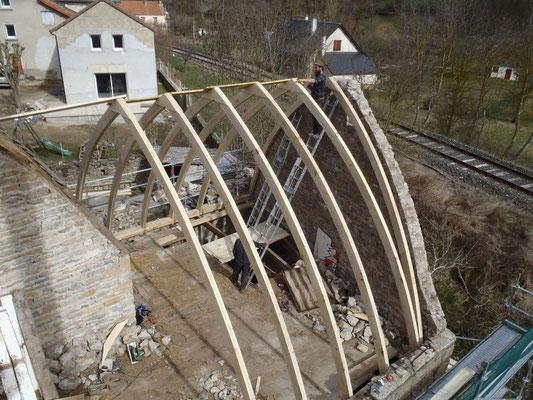 Le Bruel (48), mise en place des arceaux