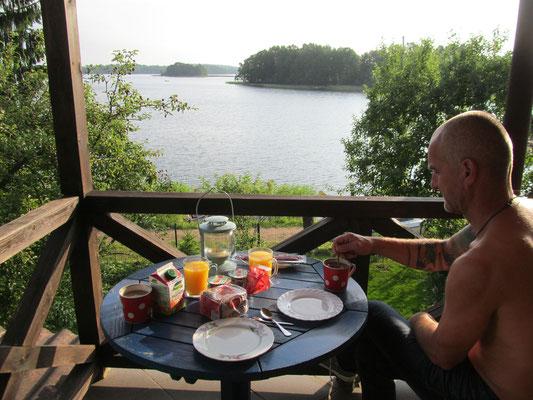 Frühstück am See in Trakai...