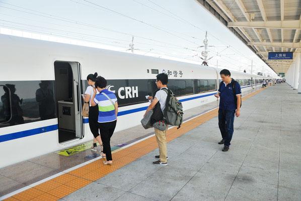 Le High-speed rail (HSR) ou TGV chinois est arrivé!  Ici à Shangrao ( JIANGXI)©Michel AYMERICH