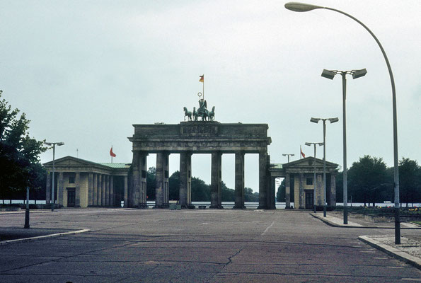 Porte de Brandebourg vue du côté de la RDA © Michel Aymerich