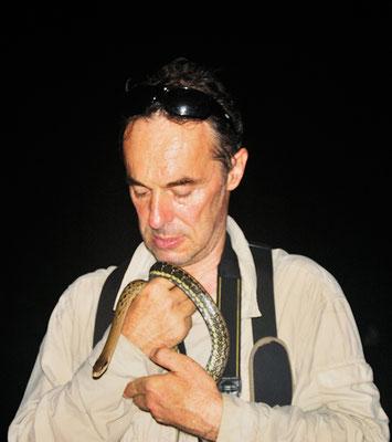 Avec un serpent ratier (Orthriophis taeniurus)  ©Zhang WEI/Michel AYMERICH
