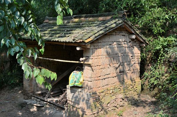 Chez des paysans près de Lu'an dans la province de ANHUI, on peut encore parfois trouver des constructions anciennes en briques de terre ©Michel AYMERICH