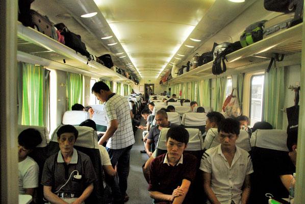 Intérieur d'un train récent (High-speed rail (HSR) ). Les nouveaux trains remplacent partout les anciens!   ©Michel AYMERICH